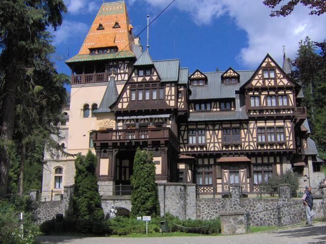 Castillo Pelisor - fachada