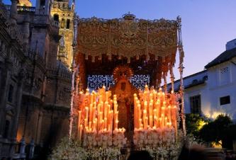 Resultado de imagen de Esperanza de Triana, única en la Madrugá del 2004 de Sevilla